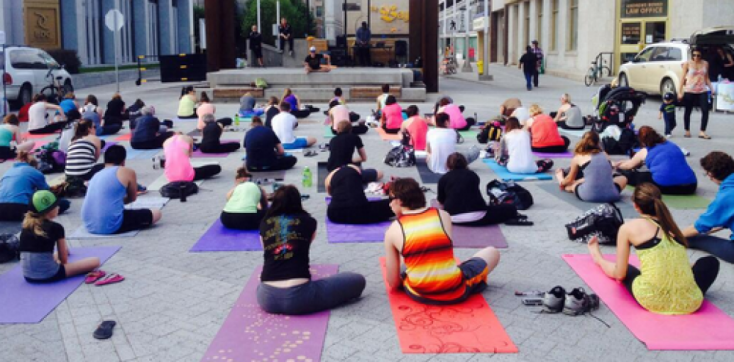 cropped-yoga-party-in-the-plaza.png